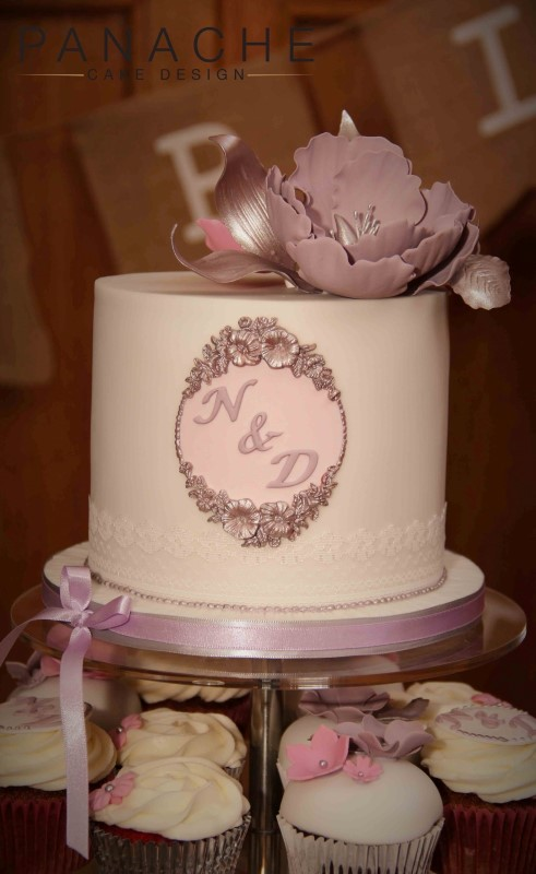gallery-lace-cutting-cake-and-cupcakes-1